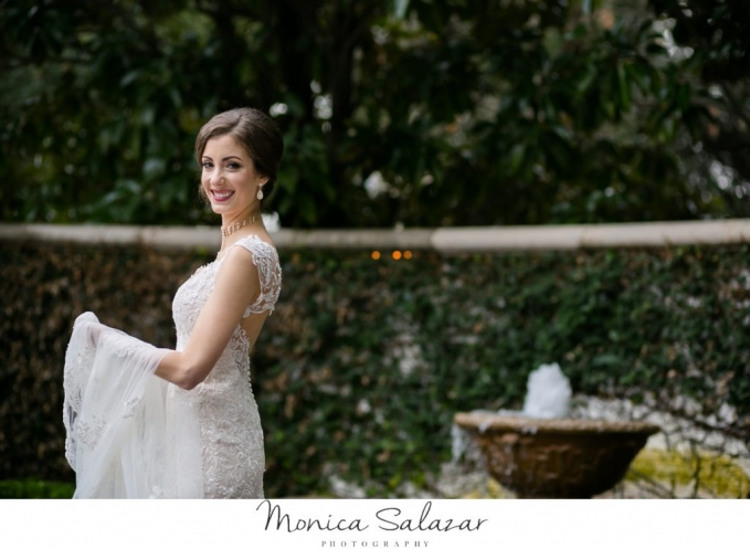 Elegant bridal portraits at Arlington Hall at Lee Park in Dallas, TX.