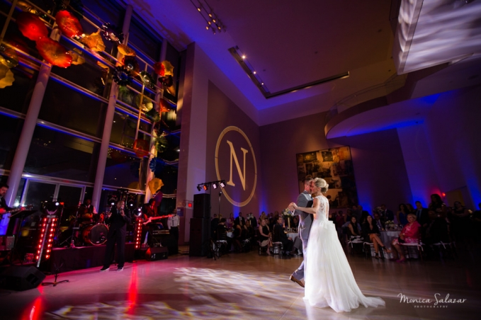 Dallas Museum of Art Wedding in Dallas, TX by Dallas wedding photographer Monica Salazar